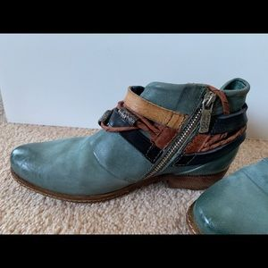 a.s. 98 women's Begonia boots, blue, sized 7